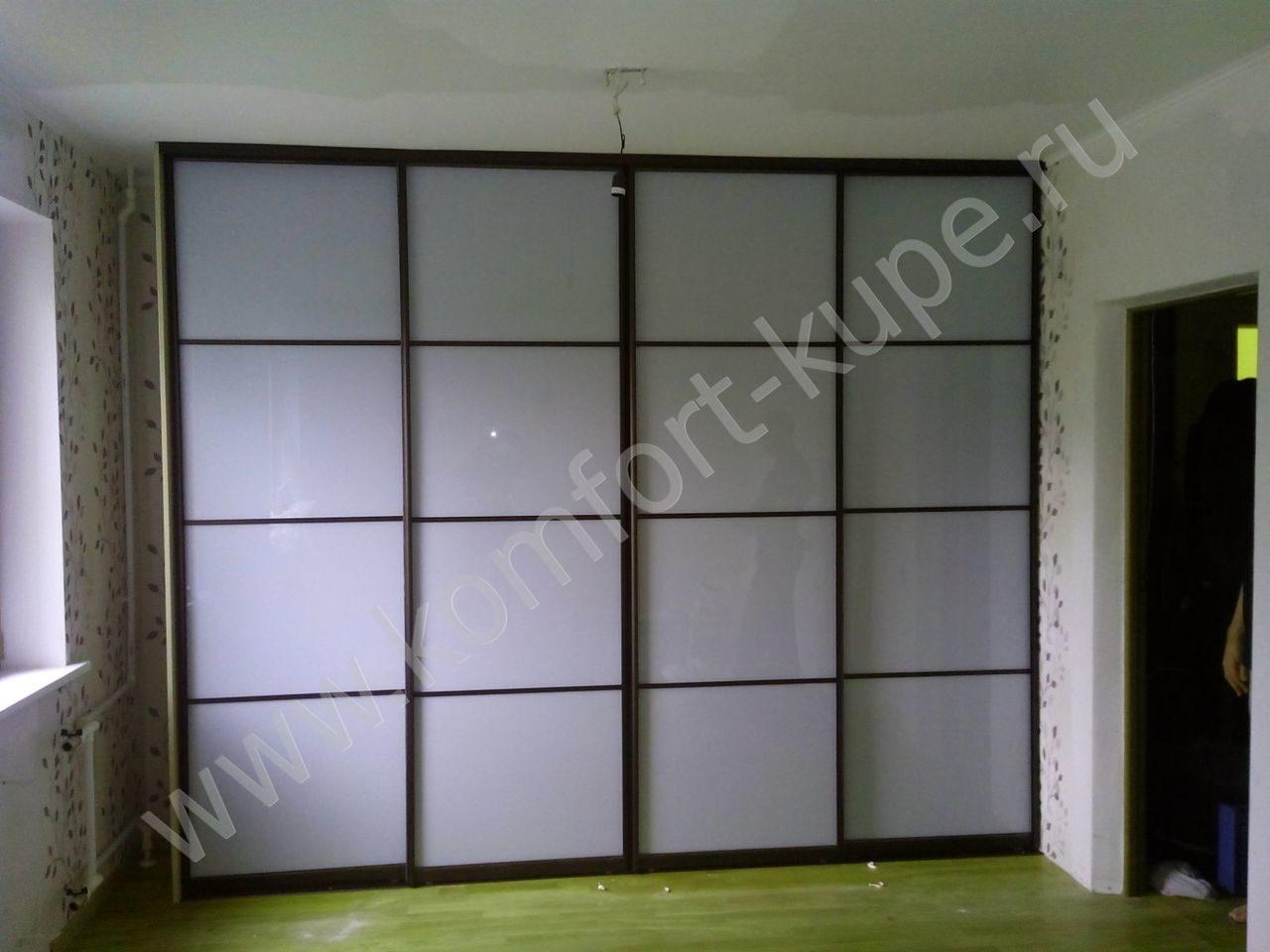 Шкафы-купе со стеклами от производителя.